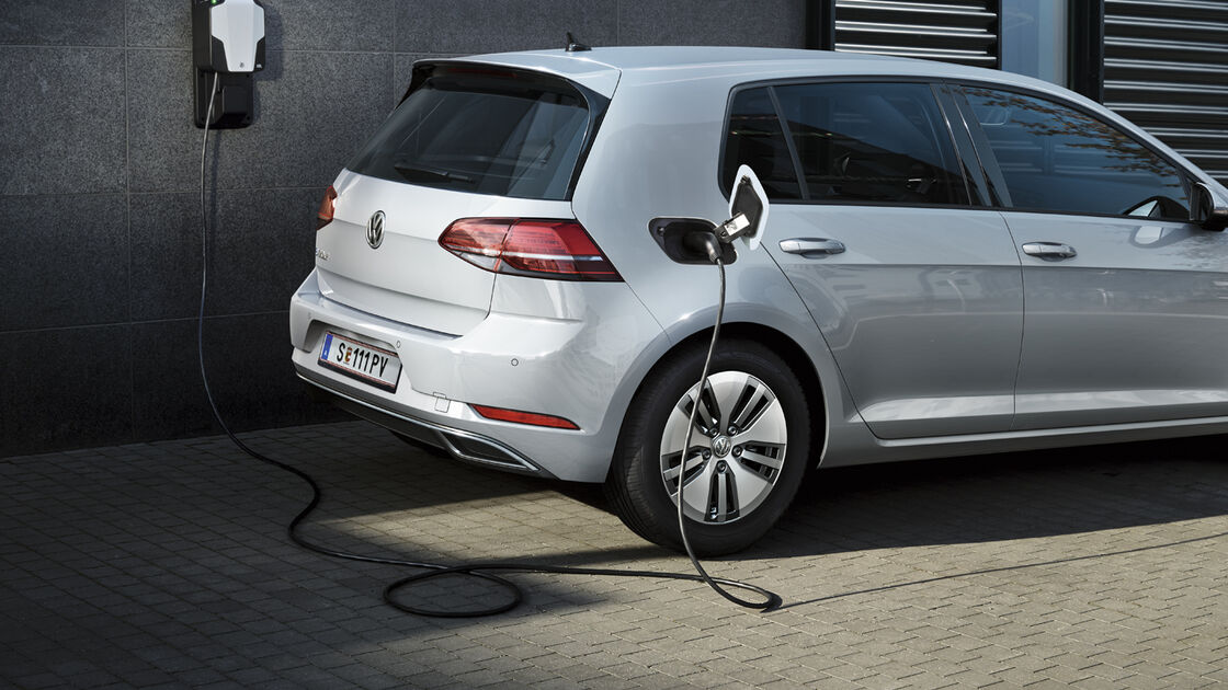 vw volkswagen elektroauto e-golf ladestation