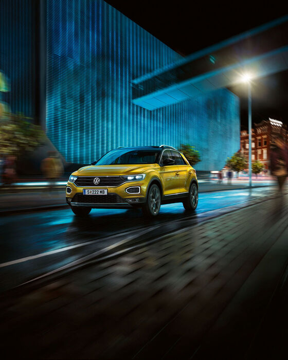 VW T-Roc gelb Exterieur Frontansicht in Motion